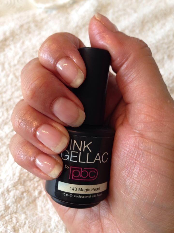 Zelf French manicure aanbrengen met de Pink Gellac Starter set. Deze French manicure blijft 2 weken mooi.  Meer info: http://www.pinkgellac.nl/pink-gellac-shop/pink-gellac-starter-set/pink-gellac-french-manicure-set French manicure met Magic Pearl... Me happy