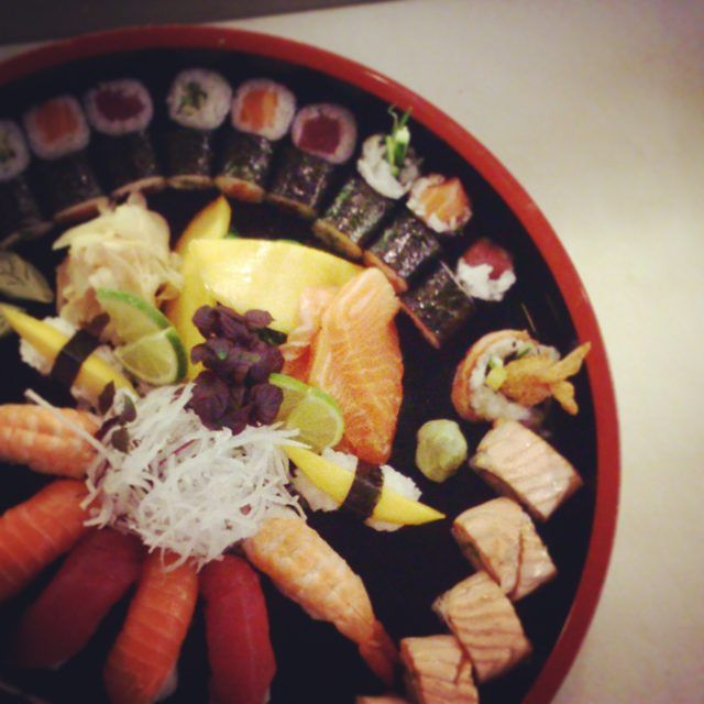 #sushi #lachs #salmon #thunfisch #tuna #maki #hosomaki #insideout #aburi #sashimi #food #foodporn #qilin #magdeburg #restaurant #liebe by hoangabi