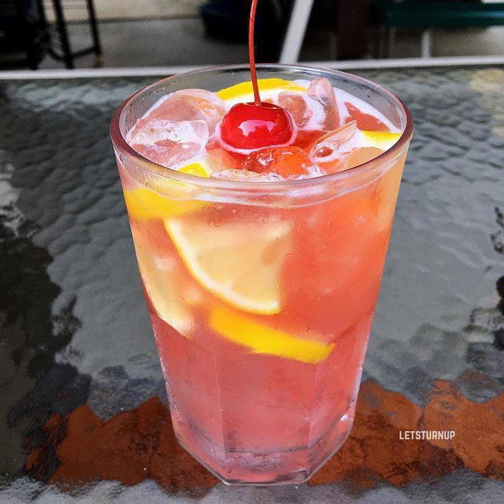 Jacks Cherry Lemonade! ▃▃▃▃▃▃▃▃▃▃▃▃▃▃▃▃▃ 2 oz. Jack Daniels 4 oz. Lemonade Splash of Cherry Juice Lemon Slices #tipsybartender #martini #tequila #patron #smirnoff #drinkporn #booze #bartender #bacardi #malibu #mixology #mixologist #margarita #letsturnup #liquor #turnup #cocktail #alcohol #vodka #ciroc #cocktails #whiskey #greygoose