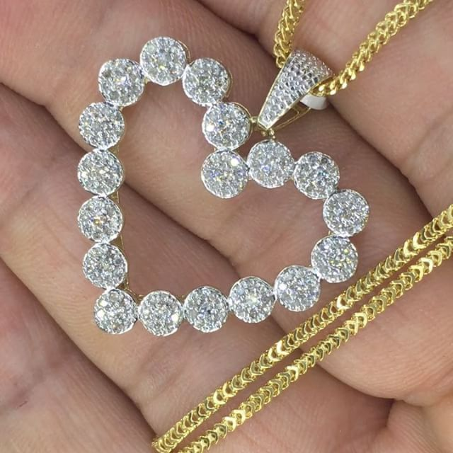 We ship ❤️ VALENTINES DAY AROUNT THE CORNER❤️ 🚨FREE 💎 earrings🚨after the purchase of 1.25ct 💎 set in a 14k halo style ❤️ charm & accompanied by a gold franko chain for $899(retail $3,999) text 646-509-1819 WE SHIP #MARCHELLOTHEJEWELER #VDAY #LOVE #VALENTINESDAY #couples #gift #giftidea #goals #goal #rolex #heart #cartier #breitling #hublot #diamondheart  #heartshape #chocolate #loving
