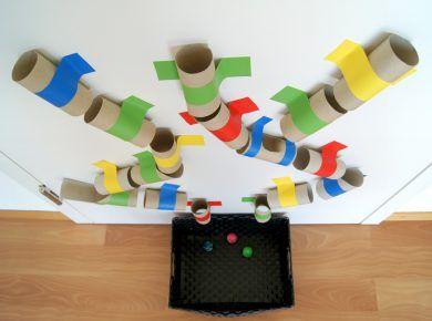 kugelbahn aus toilettenpapierrollen basteln mit und f r. Black Bedroom Furniture Sets. Home Design Ideas