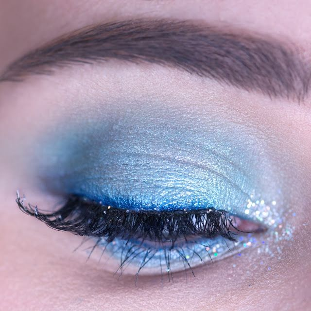 light blue eyeshadow makeup