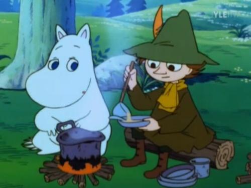 Snufkin and Moomin have a food together #muumimeri
