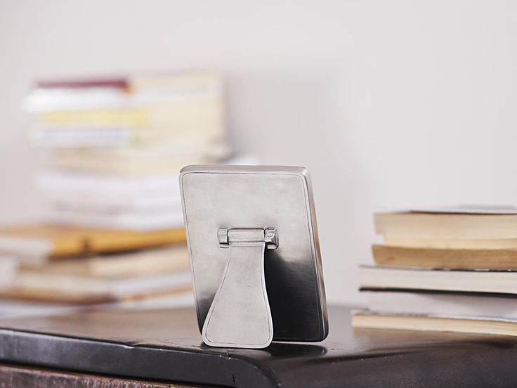 Oval Pewter Photo Frame - Width: 11 cm (4,3″) - Height: 15 cm (5,9″) - #pewter #picture #photo #frame #peltro #cornice #fotografia #portafoto #zinn #bilderrahmen #fotorahmen #rahmen #étain #etain #cadre #peltre #tinn #олово #оловянный #gifts #giftware #home #housewares #homewares #decor #design #bottega #peltro #GT #italian #handmade #made #italy #artisans #craftsmanship #craftsman #primitive #vintage #antique