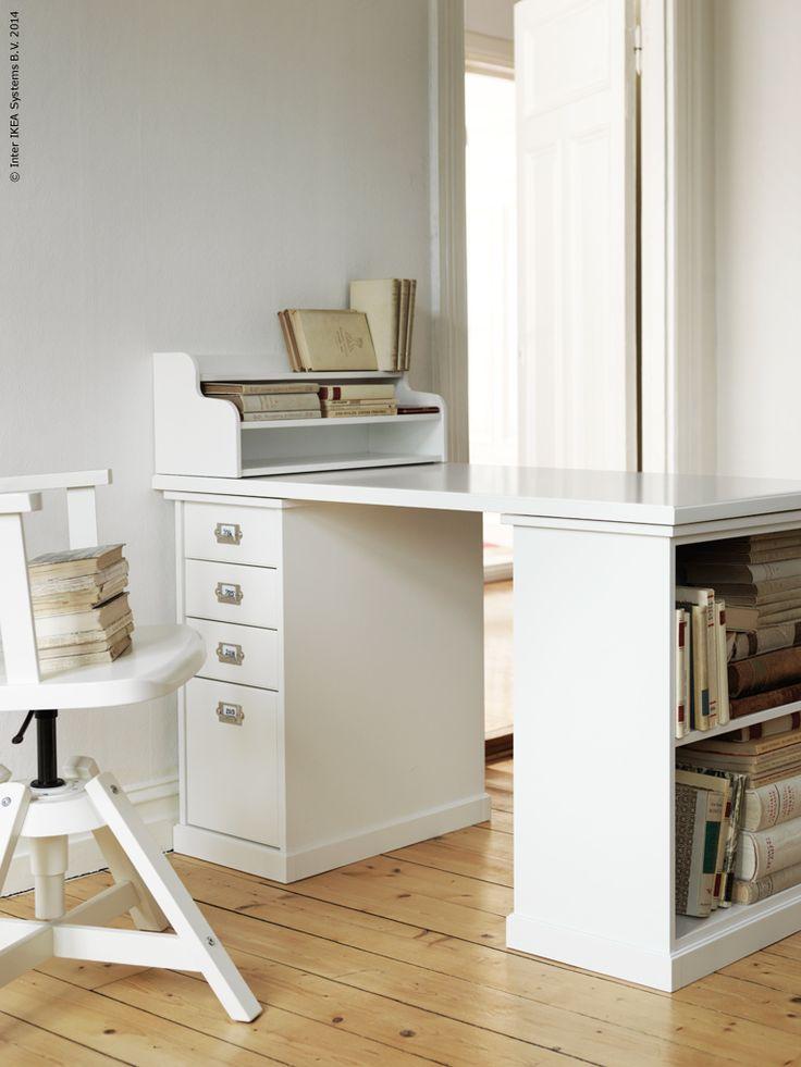 Vi uppdaterar arbetshörnan med modern vintage i oktober!  Tre sköna nyheter kommer snart till IKEA varuhusen och tar plats i hemmakontoret i höst.