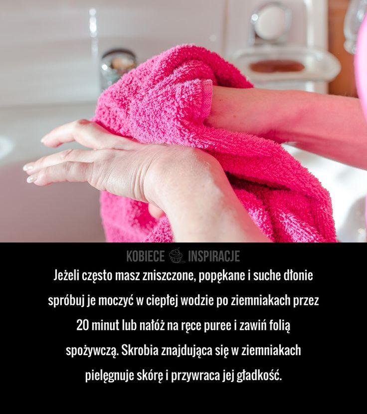 Jeżeli często masz zniszczone, popękane i suche dłonie spróbuj je moczyć w ciepłej wodzie po ziemniakach przez 20 minut lub ...