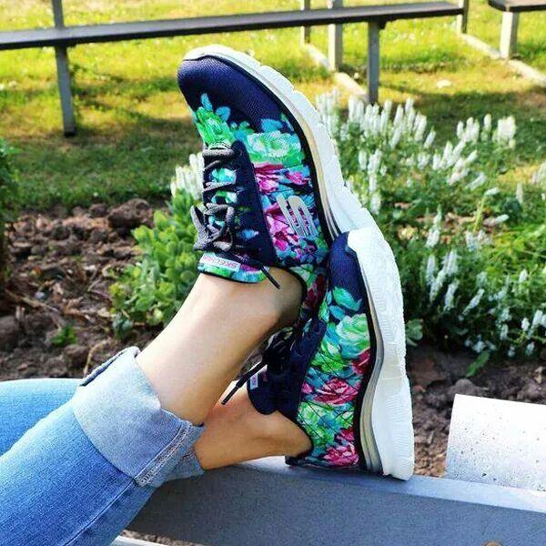 Zapatillas con estampado floral fashion fit ...