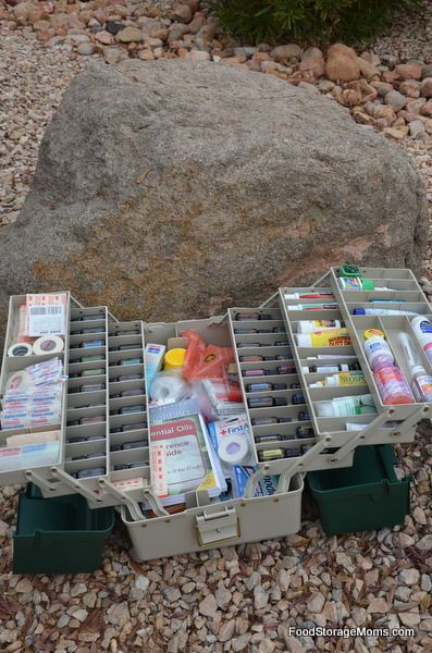 What You Need In First Aid Kits With A Printable Checklist| via www.foodstoragemoms.com  shared on www.commonsensehome.com