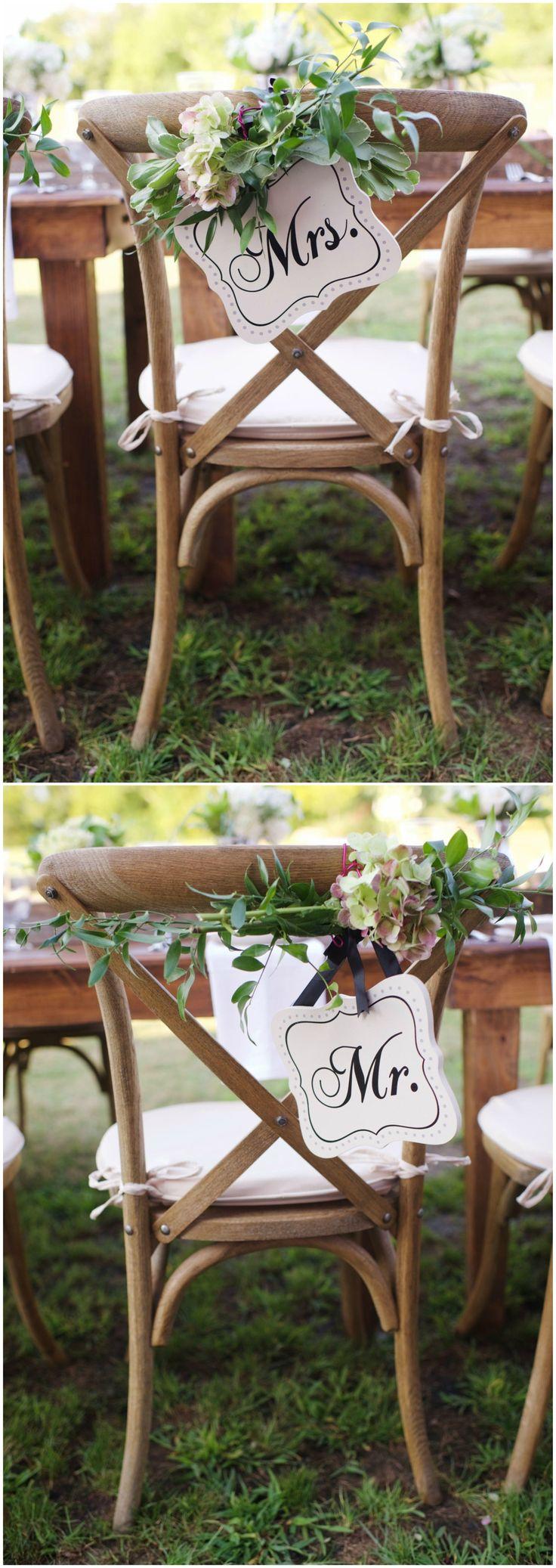 Black folding chairs wedding - Natural Romantic Barn Wedding In Nashville