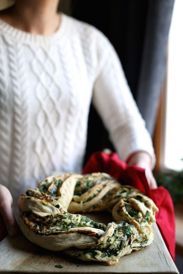 Drożdżowy wieniec z pietruszką, czosnkiem, orzechami włoskimi i gruboziarnistą solą | Make Life Easier