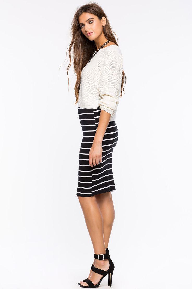 С чем сочетается полосатая юбка