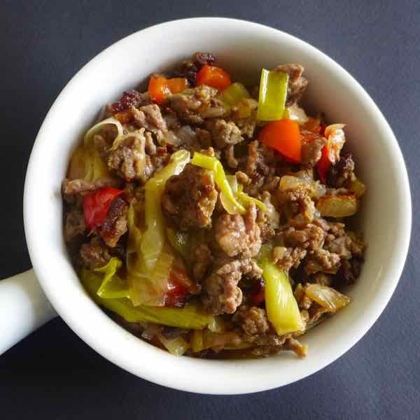 Le tave me presh est un plat traditionnel albanais à base de boeuf haché et de poireau.