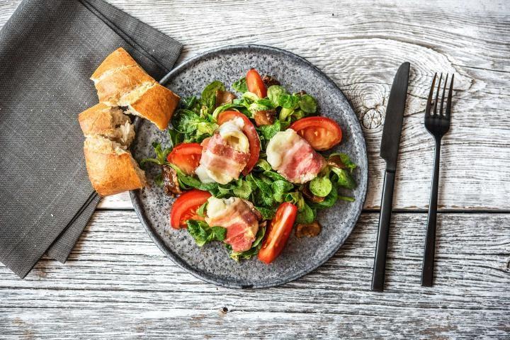 Ziegenkäse-Pancetta-Taler