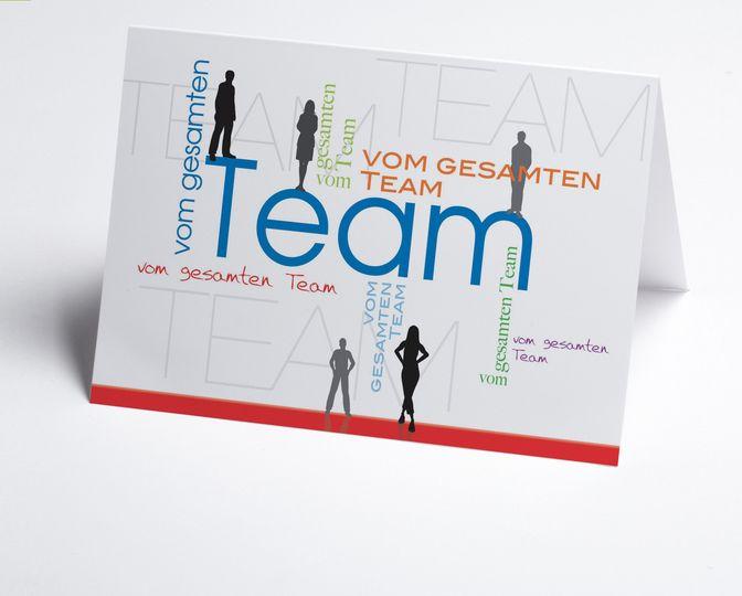 #Teamkarte als #Geburtstagskarte. Bunte Schrift für Glückwunschtext und Menschen als Silhouette