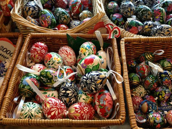 Folk art and Paprika – my souvenirs of Budapest >>> Heather from Heather on her Travels takes the question 'what do you get out of travelling' quite literally this week. She talks about her favourite travel souvenirs from Hungary.