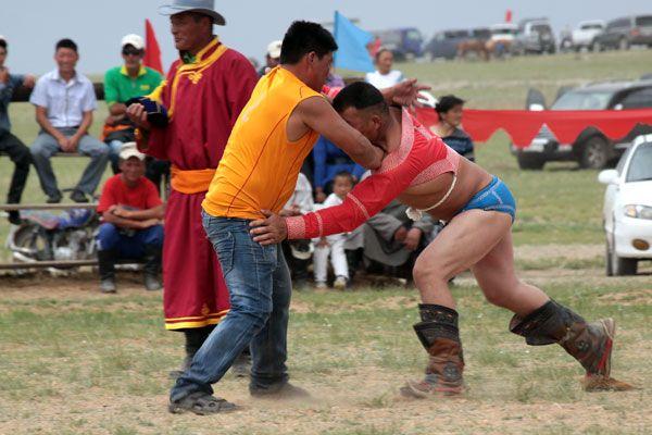 http://republikapodrozy.pl/festiwal-naadam-mongolskie-igrzyska/