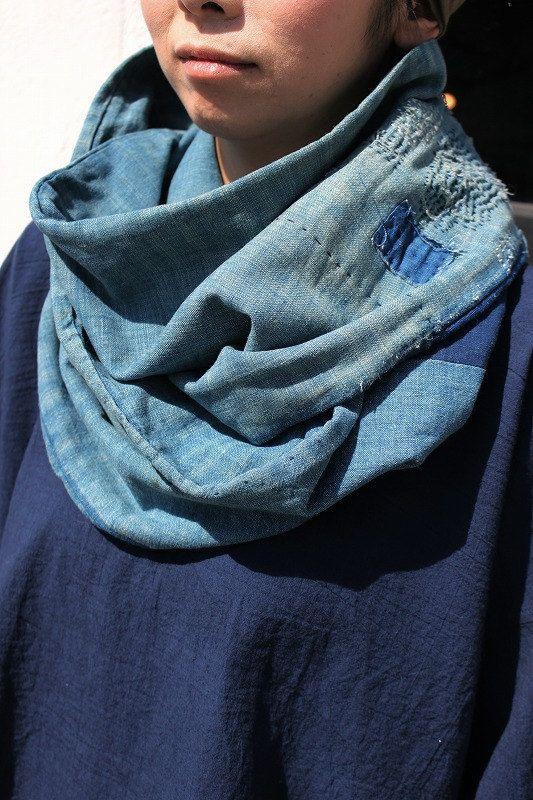 Etsy の 藍染古布太めで長めのスヌード浅葱 ZAKKA-248 by SASAKIYOHINTEN
