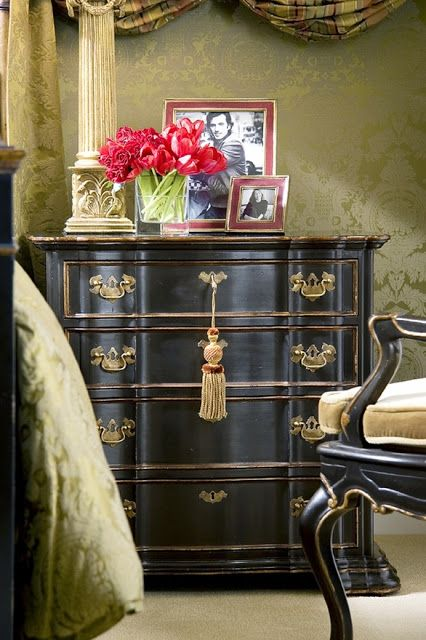 The fabric walls are spectacular and the black waxed chest is fantastic!