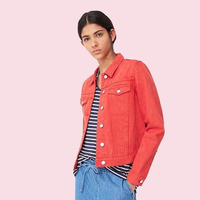 Sono tornate le giacche di jeans, le immancabili giacche da mezza stagione per eccellenza che, grazie alla ritrovata passione per il denim, fanno nuovamente capolino nei nostri armadi. Sceglila colorata o decorata da applicazioni e abbinala a jeans di colorazioni e tagli diversi. Scopri di più su Listupp.