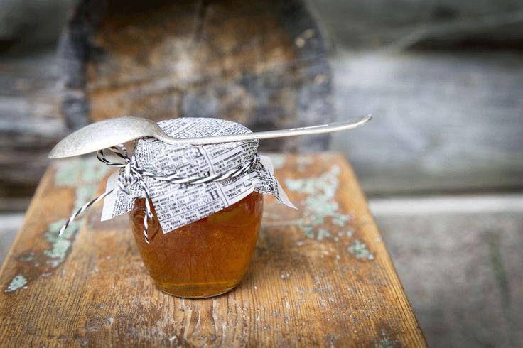 Punaposkiset omenat tuottavat iloa talvellakin hilloiksi, hyytelöiksi, marmeladeiksi ja soseiksi säilöttyinä.