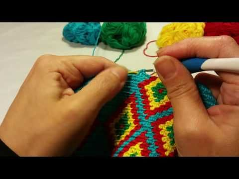 Mochila, how to prevent the yarns from tangling / hoe hou je de draden uit de knoop - YouTube