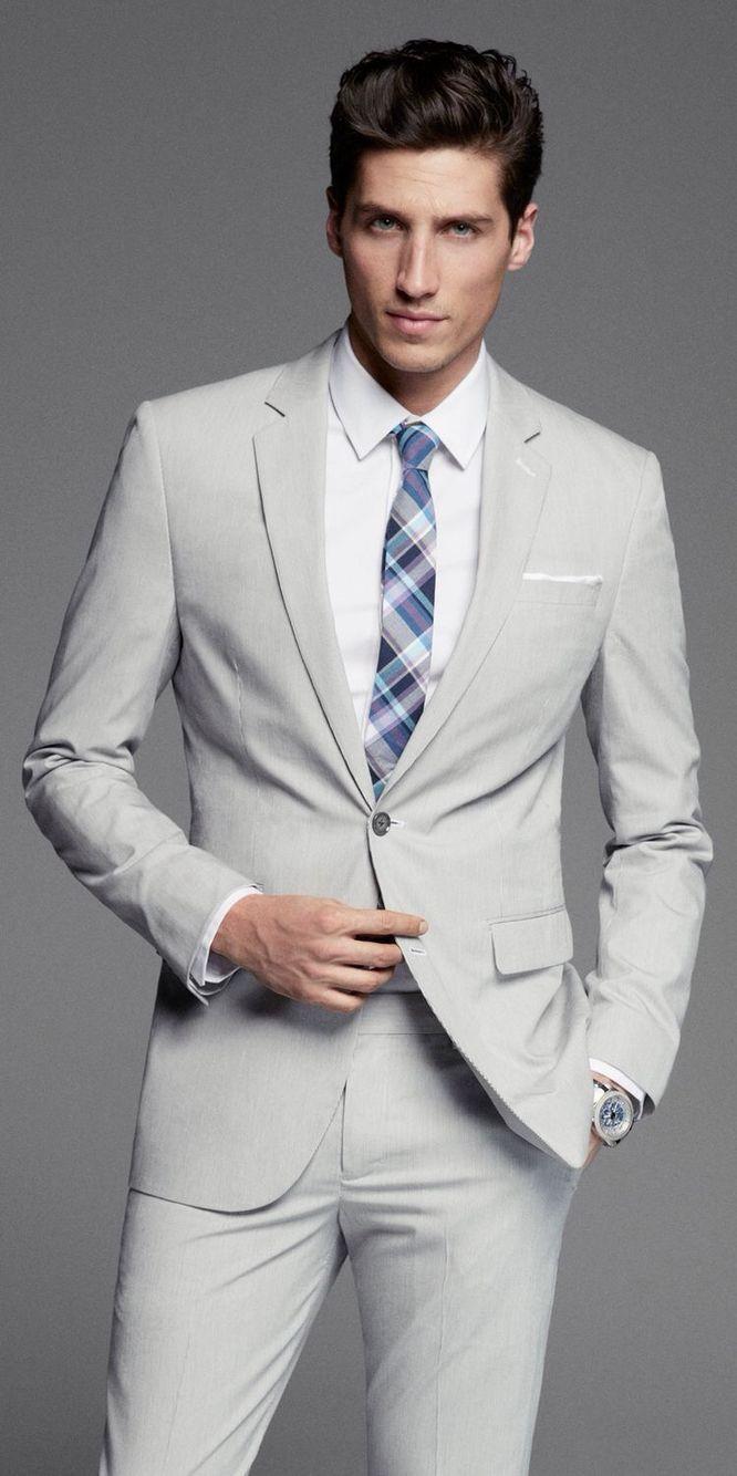Traje gris claro estilo siempre