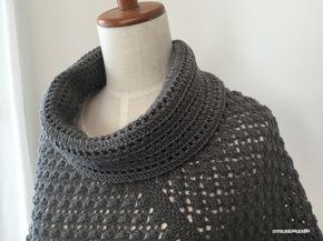 【編み図】ネット編みのオフタートルポンチョ – かぎ針編みの無料編み図 Atelier *mati*