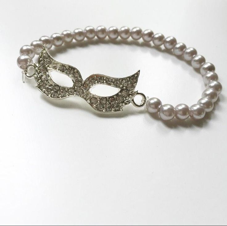 Pearl silver mask via mBracedesigns. Click on the image to see more!
