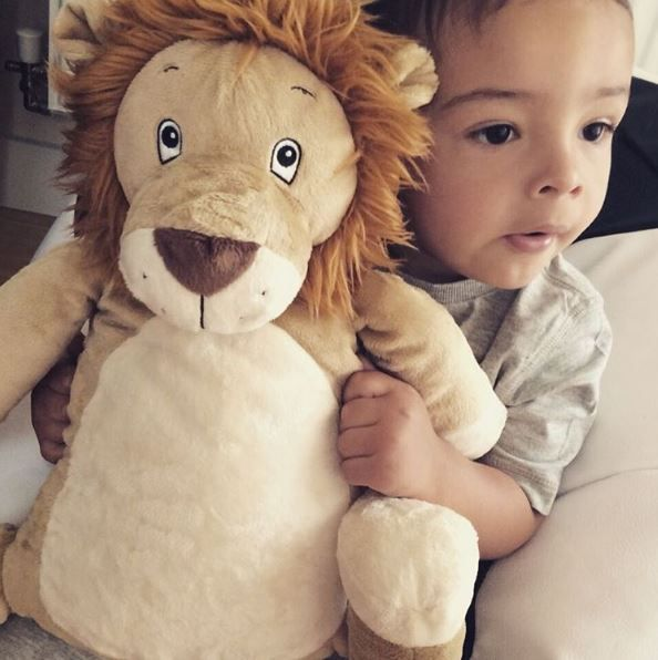 Big autumn hugs!! Roary the Lion always keeps us warm and cosy!