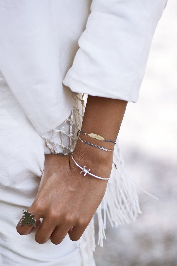 You just need the right accessories! #omnia #omniagirls #wire #bracelet #accessories
