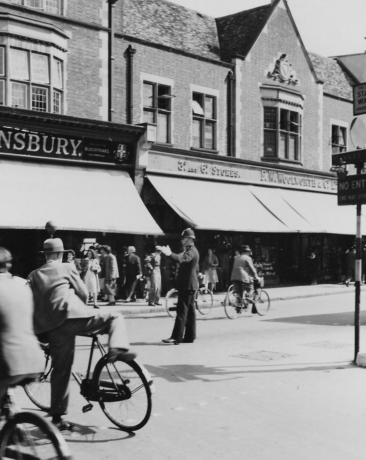 Sidney Street - A policeman on traffic duty outside Sainsbury's and Woolworths in the 1940s