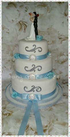 white and silver ribbon wedding cake