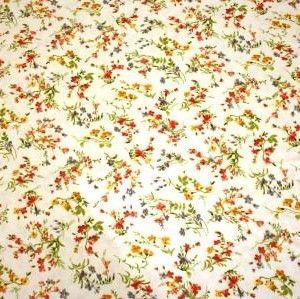http://www.radicifabbrica.it/prodotto/tessuto-metraggio-fiore-61b/ Tessuto Satin stampato a metraggio. Altezza cm 280.  Variante 61B fiore piccolo: fondo panna, fiori arancioni, gialli e tortora.  composizione: 70% poliestere, 30% cotone.  ideale per trapunte, quilt e copripiumini.
