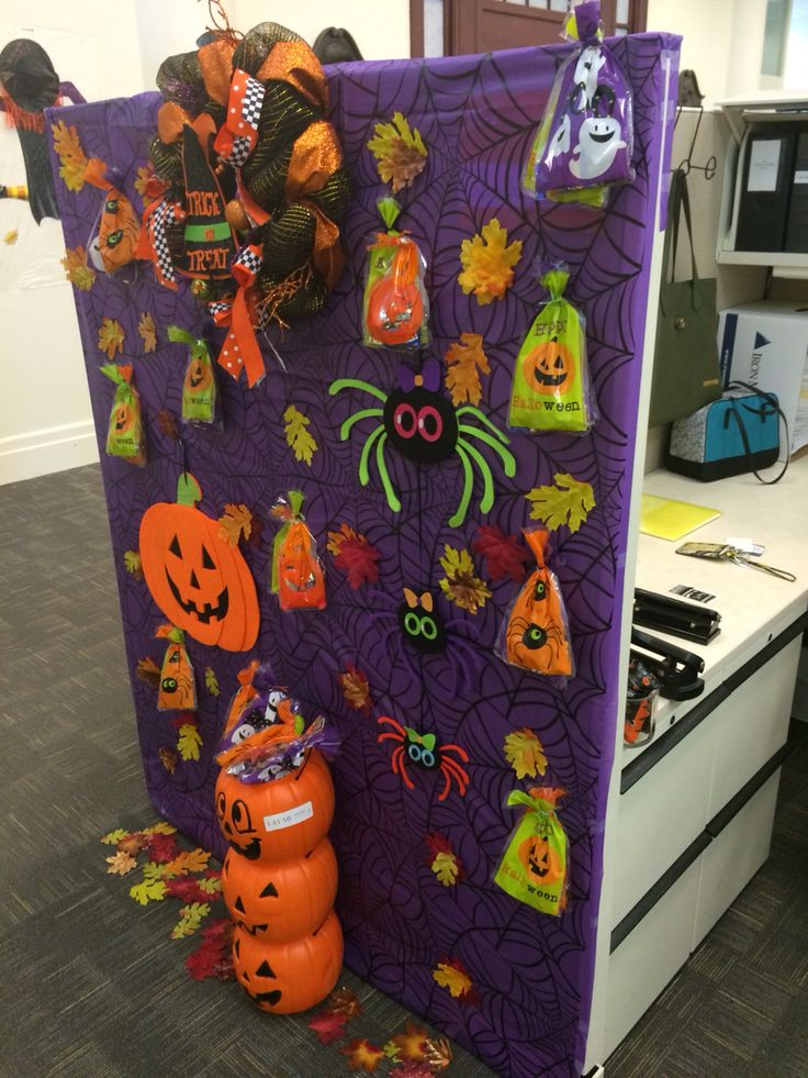 Cubicle Decoration In 2019 Halloween Cubicle Halloween