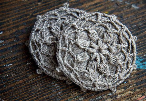 Broche de motif au crochet lin insigne par namolio sur Etsy