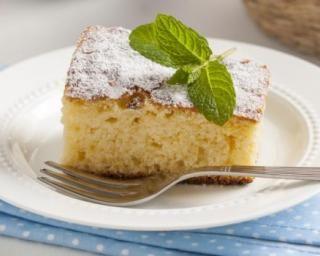 Gâteau au yaourt à la poudre d'amandes à moins de 100 calories