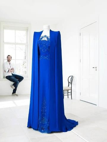De prachtige koningsblauwe jurk van Maxima ontworpen door Jan Tamineau