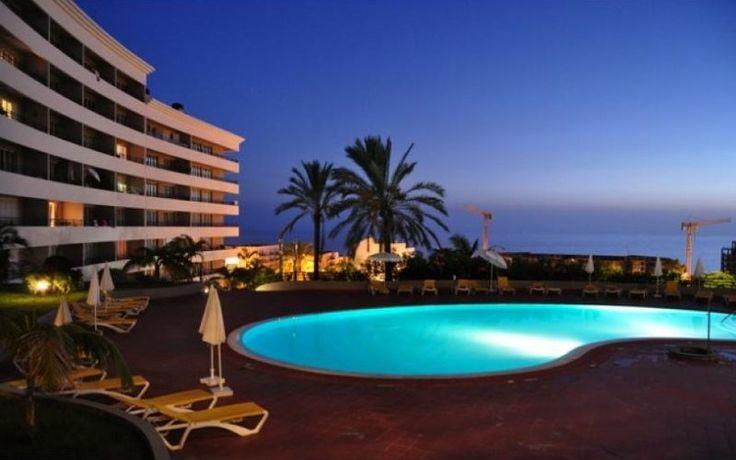 Apartamento T3 na Zona do Fórum/ Ajuda em condomínio privado, com piscina, solário, campo de ténis, jardins... 200.000€€ no r/c, amplas áreas interiores. com totalidade de financiamento!!!! venha visitar, ligue 963701529 Teresa Caires