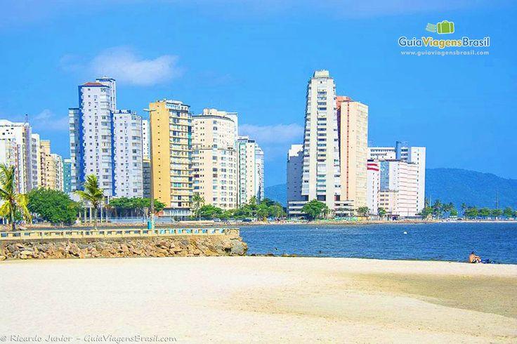 A 70 km de São Paulo, está uma das cidades mais antigas do Brasil: São Vicente. Um passeio que mescla modernidade, história e muitas belezas naturais. Saiba mais >>> http://www.guiaviagensbrasil.com/sp/sao-vicente/
