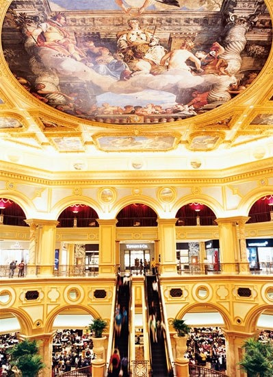 Although similarly intricate, the frescoes on the ceiling of the Venetian Macau have a much shorter history