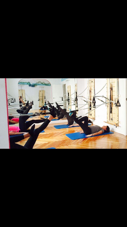 Esta semana todos hemos activado tren inferior con los agarres de pies. Un buen trabajo de tonificación, estiramiento, activación de la circulación y ¡¡MUCHO suelo pélvico y abdomen!! Feliz fin de semana Impulsit@S #madrid #barriosalamanca #pilates #pilatesmadrid #pilatesmaquinas #pilatesenunimpulso #pilatesspringboard #suelopelvico #salud #abdominales