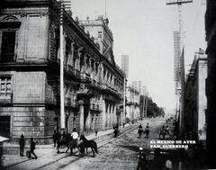 Calle de Tacuba. Del lado izquierdo se aprecia el Palacio de Minería.  Mediado siglo XIX.