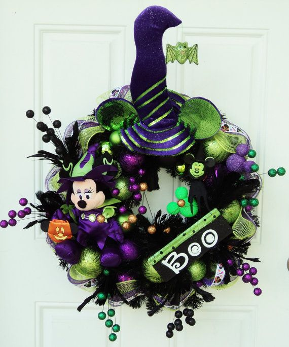 Halloween Disney Wreath Minnie Mouse Witch.  Love this.  I want to learn how to make these.