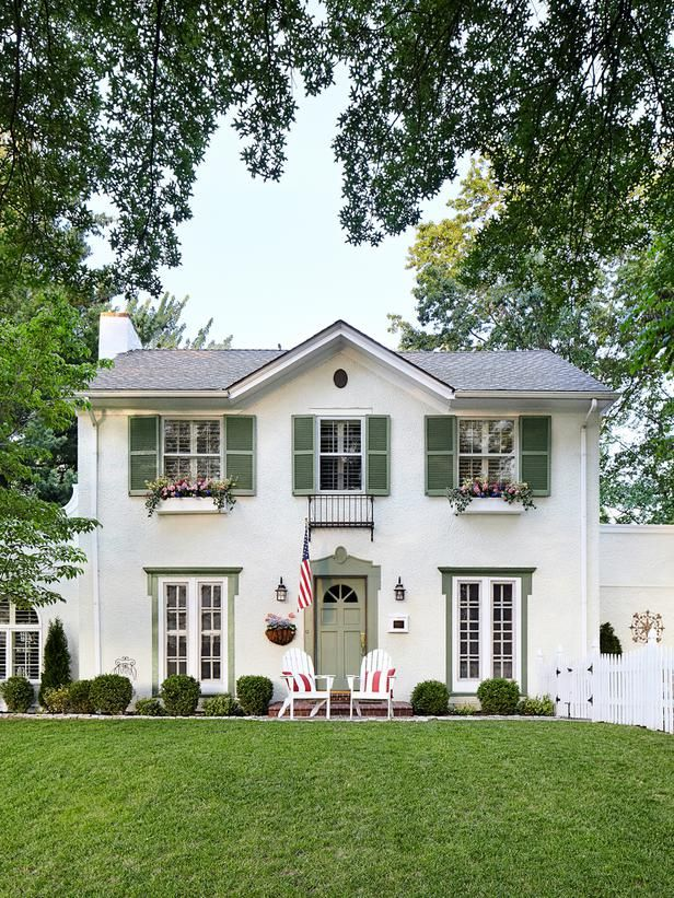Best 25 green shutters ideas on pinterest shutter colors french door shutters and exterior - Best green exterior paint colors design ...