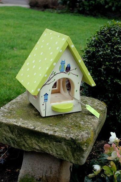 die besten 25 vogelhaus basteln ideen nur auf pinterest futterhaus f r v gel vogelhaus ideen. Black Bedroom Furniture Sets. Home Design Ideas