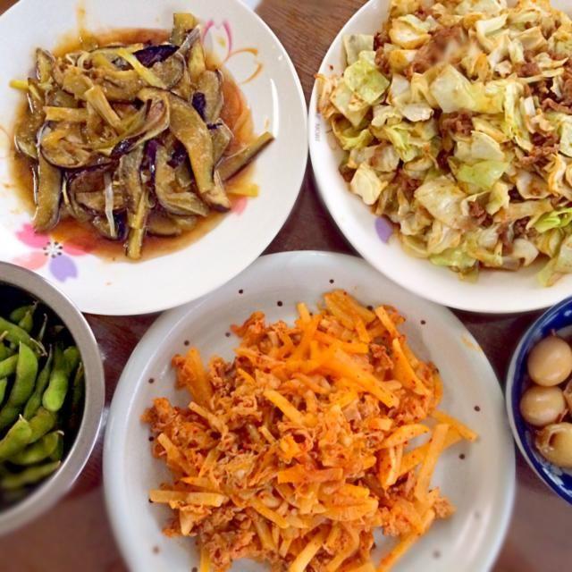 あと ザル蕎麦もあります。 - 16件のもぐもぐ - 茄子と葱の甘辛梅肉風味・肉味噌キャベツ・枝豆塩茹で・カクテキ豚キムチ・イカ鉄砲 by Fuyuki Itou