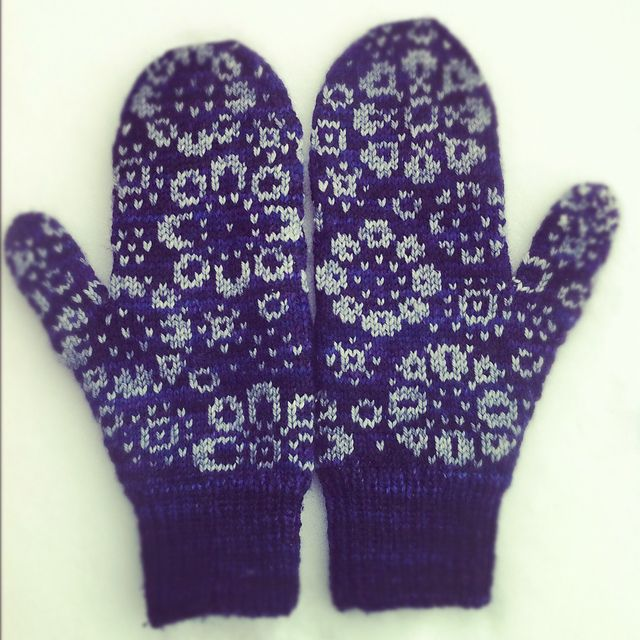 These are the mittens the blanket was inspired from. Beautiful