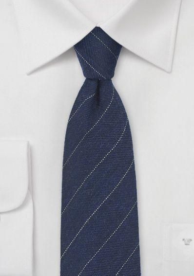 Businesskrawatte feine Streifen dunkelblau