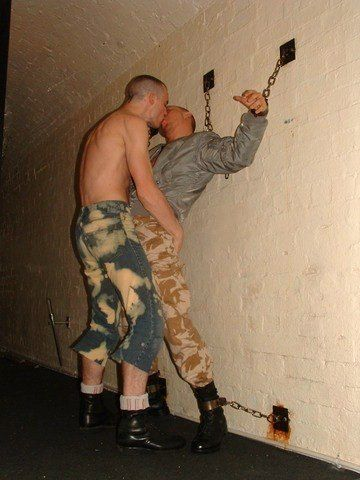 Hombres gays en cuero bdsm