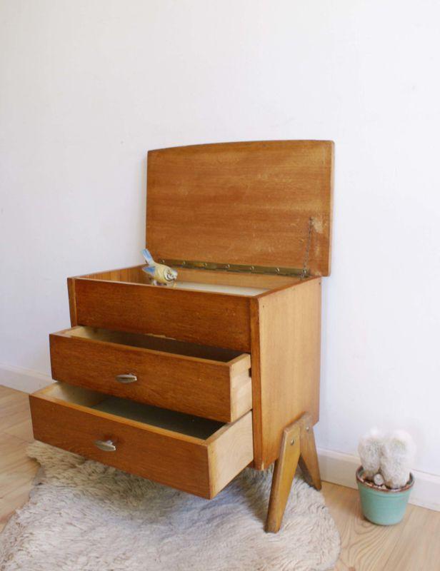 Origineel houten vintage naaikistje. Kleine retro ladekast/naaidoos met opklap blad.